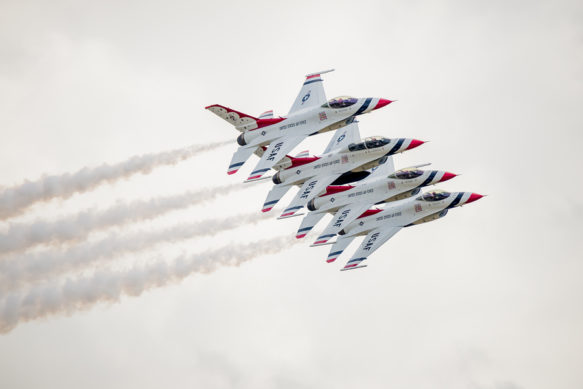 Usaf F-16 Thunderbirds In Tight Formation